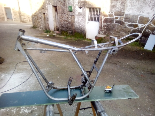 Por fin mi mobycross y su restauracion. Img_2074