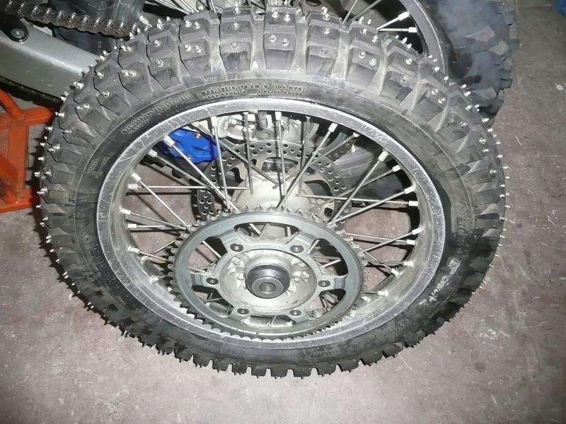 pneu clouté - Page 5 P1160617