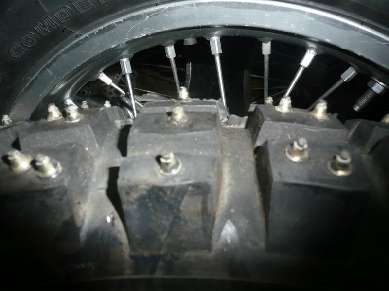 pneu clouté - Page 5 P1160618