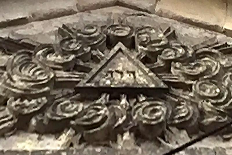 tétragramme dans l'église. - Page 2 Teitra10