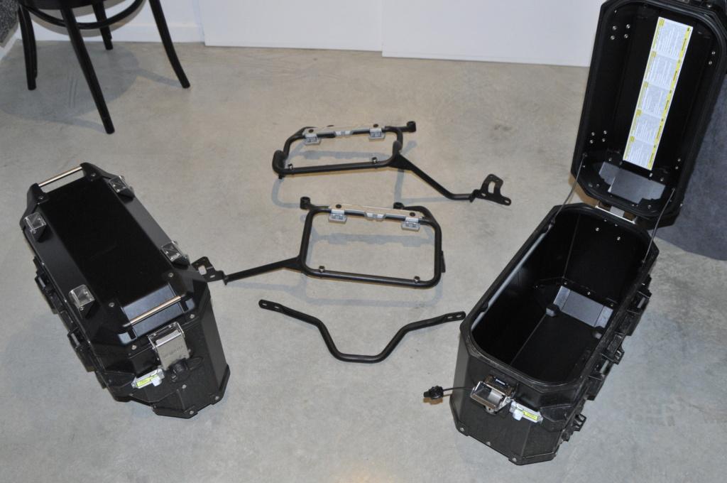 [A VENDRE] Valises alu et fixations Yamaha pour T7 _dsc8935