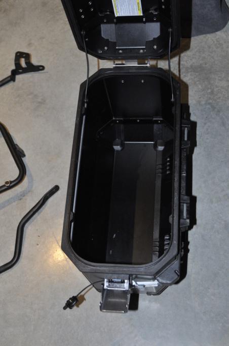 [A VENDRE] Valises alu et fixations Yamaha pour T7 _dsc8936