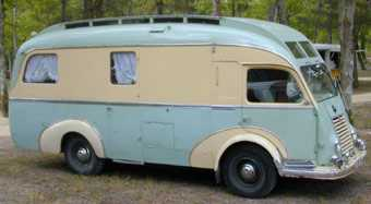 Camping car et véhicule publicitaire à identifier Digue10