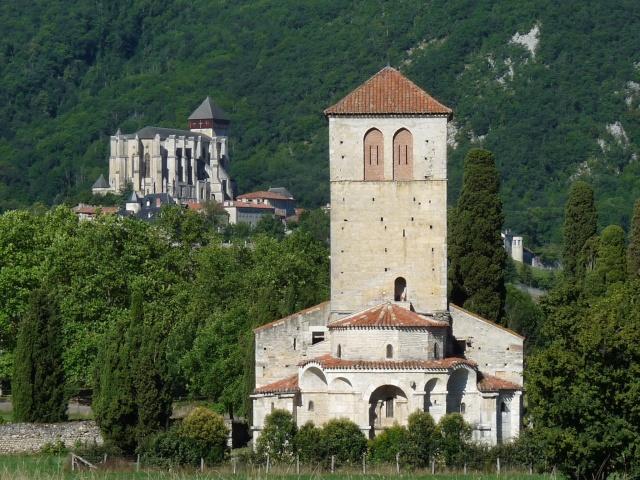 Monuments, gares, châteaux,... dans le monde - Page 7 La_bar10