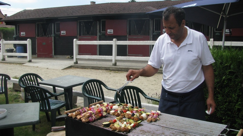 Barbecue végétarien à La Hulpe au manège de Gaillemarde au profit de nos chevaux sauvés. Img_8211