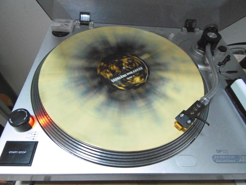 Vous avez des vinyles de couleurs collectors? Bug_gi17