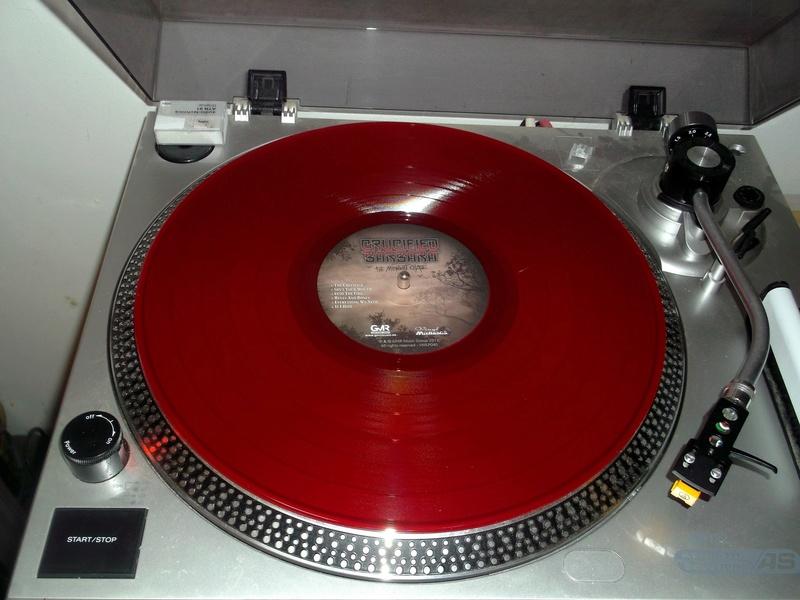 Vous avez des vinyles de couleurs collectors? Crucif18