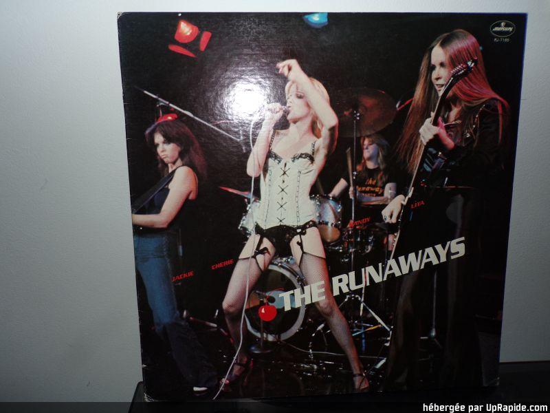 """Pochettes d'albums de métal """"Sexy"""" ! Runawa13"""