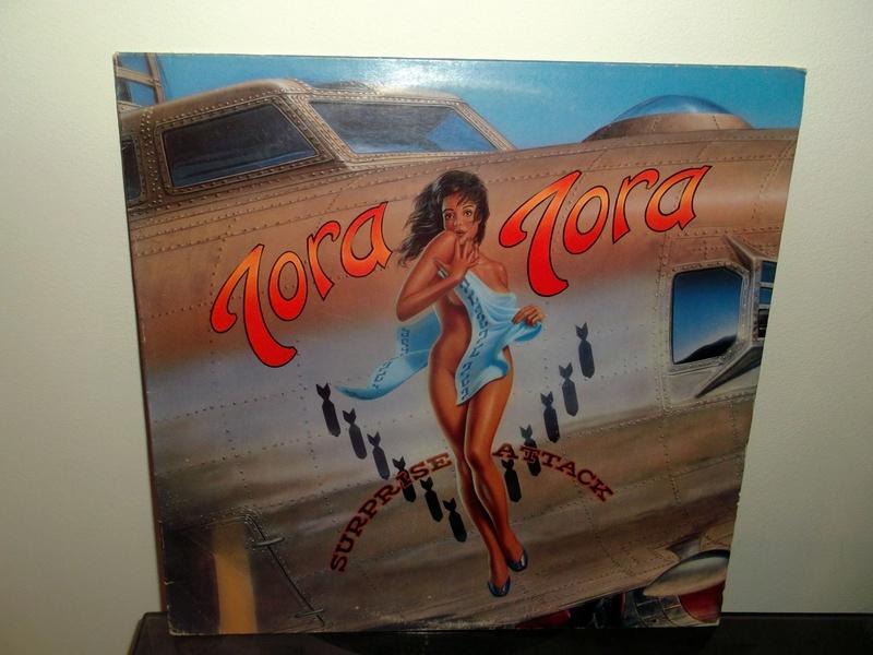 """Pochettes d'albums de métal """"Sexy"""" ! Tora_t11"""