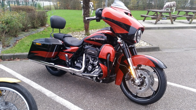 Mon new Street Glide CVO 2017 - Page 3 20161111