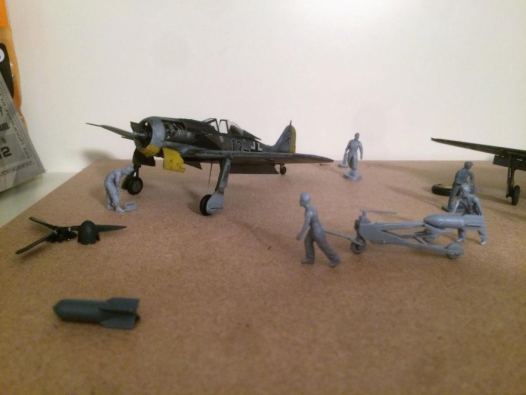 FW 190A8 - EDUARD ROYAL CLASS + Brassin -1/72 + projet diorama (Trois avions terminés) - Page 3 Img_7531