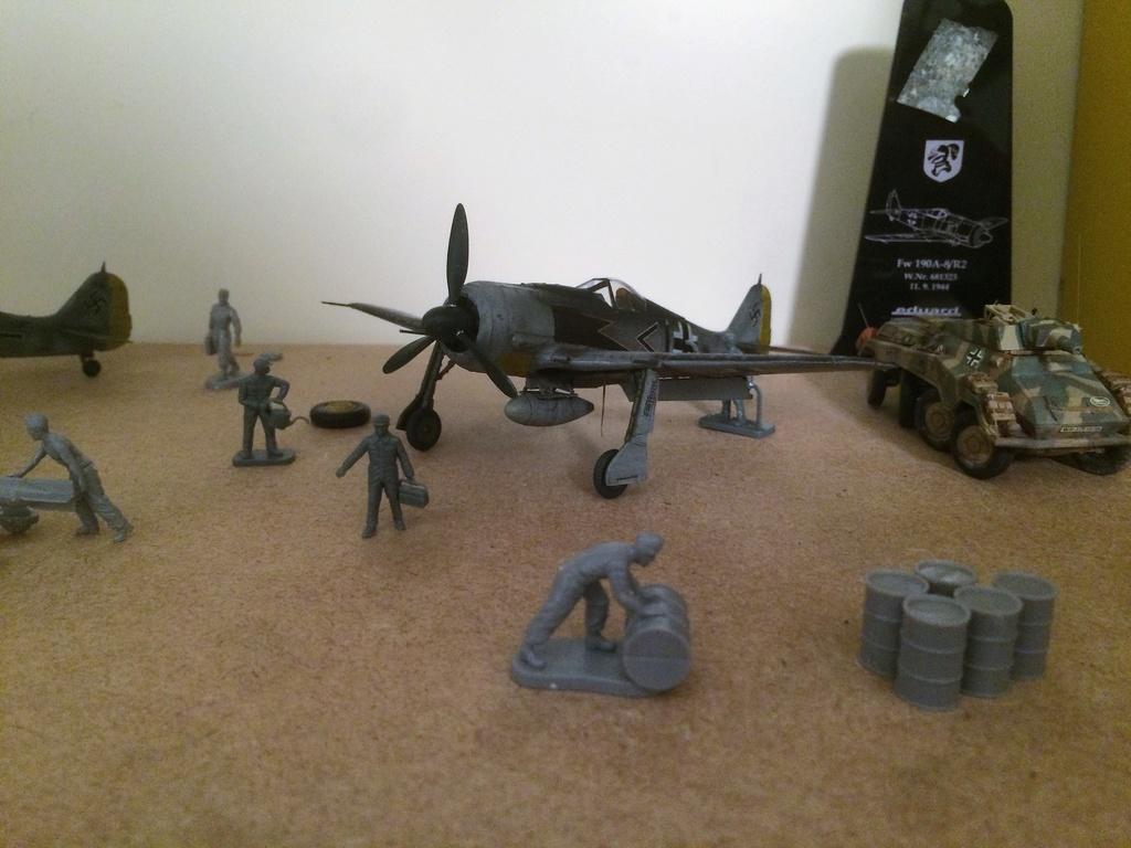 FW 190A8 - EDUARD ROYAL CLASS + Brassin -1/72 + projet diorama (Trois avions terminés) - Page 3 Img_7532