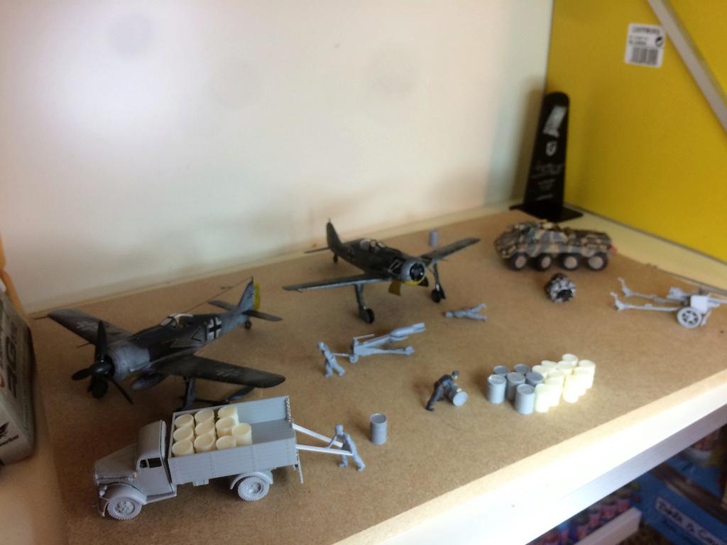 FW 190A8 - EDUARD ROYAL CLASS + Brassin -1/72 + projet diorama (Trois avions terminés) - Page 4 Img_7616