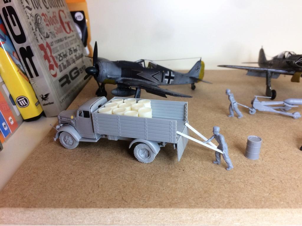 FW 190A8 - EDUARD ROYAL CLASS + Brassin -1/72 + projet diorama (Trois avions terminés) - Page 4 Img_7618