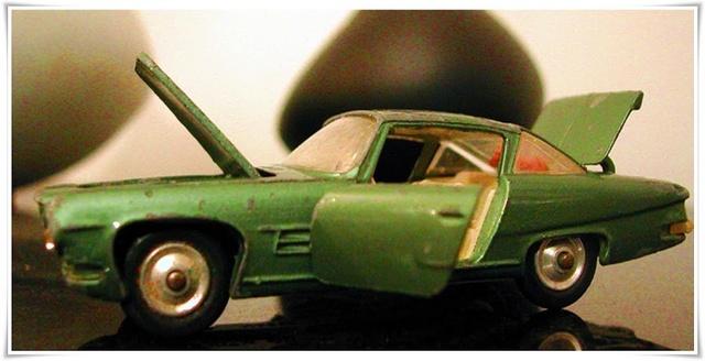 CORGI TOYS - GHIA L 6.4 With Chrysler V8 Engine - 241 - 1963/69 1-43_g18