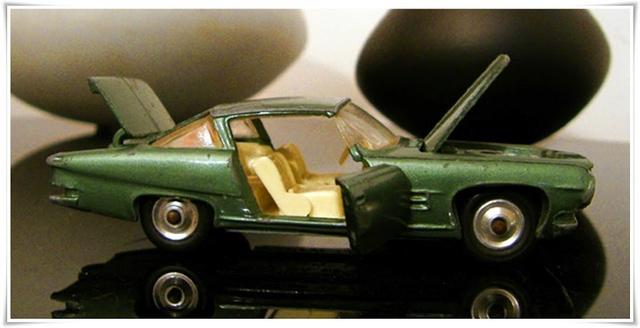 CORGI TOYS - GHIA L 6.4 With Chrysler V8 Engine - 241 - 1963/69 1-43_g20