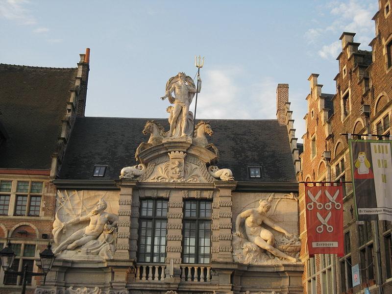 ARCHITECTURE : les frontons racontent une histoire 800px-10