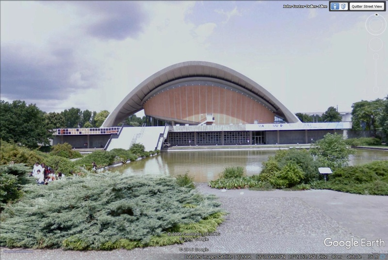 Lieux de tournage de vidéo-clip découverts avec Google Earth - Page 2 Berlin11