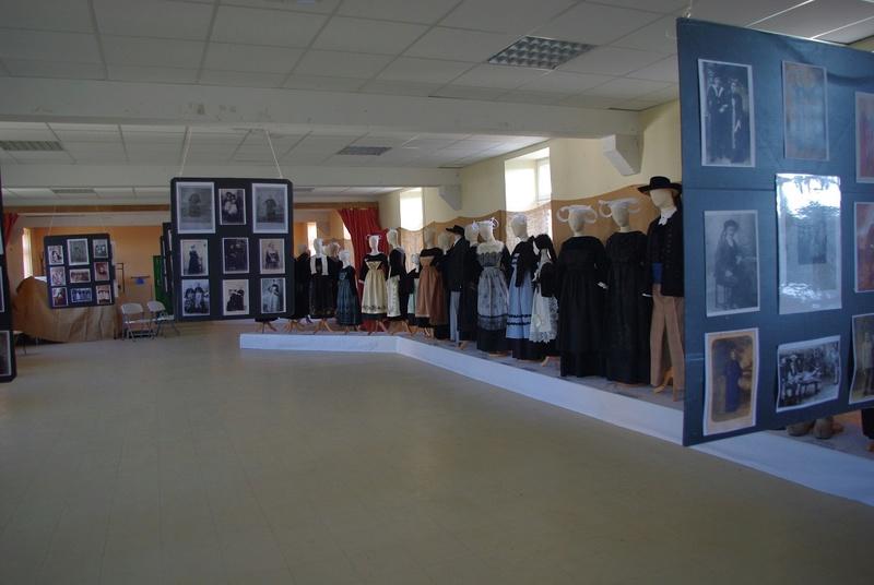 Exposition de costumes et photos sur Pays de Brasparts / St Rivoal Imgp6314