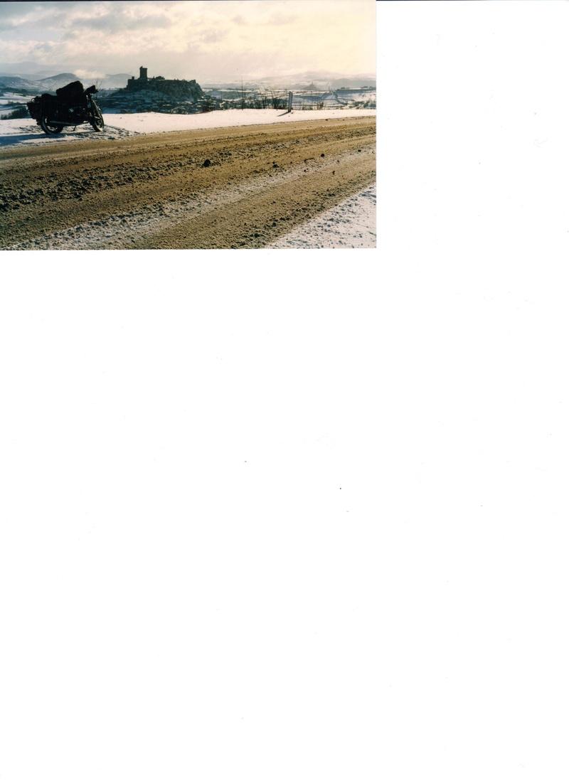 Photos de vous et de votre moto devant ....un château  - Page 15 00110