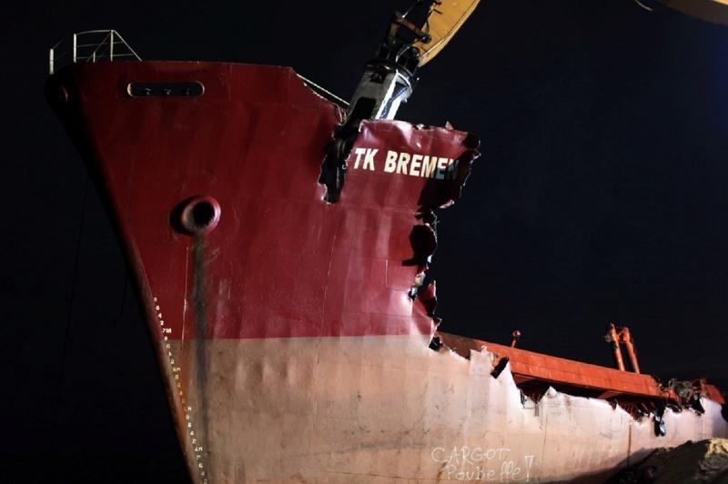 L'épave provisoire du cargo Tk Bremen échoué à Erdeven 0_196617