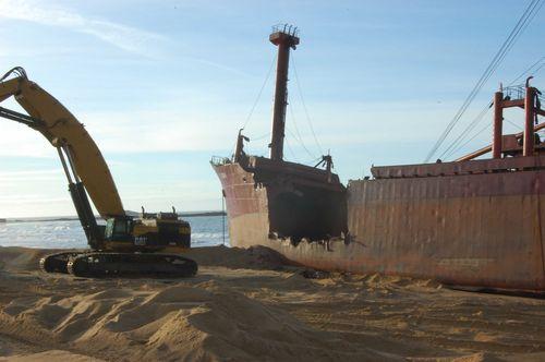 L'épave provisoire du cargo Tk Bremen échoué à Erdeven 15578010