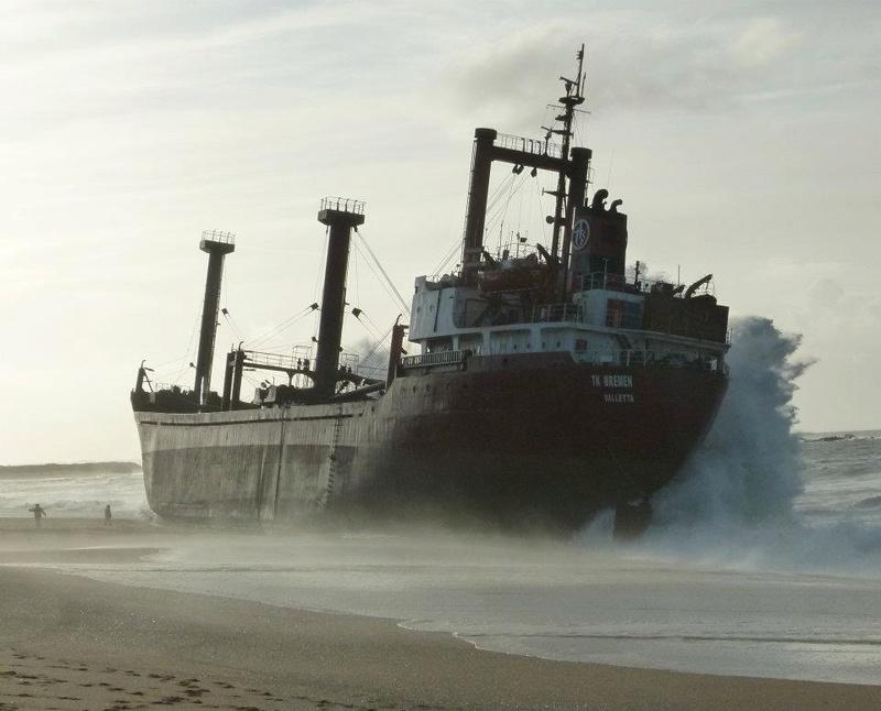 L'épave provisoire du cargo Tk Bremen échoué à Erdeven 7c8cda10