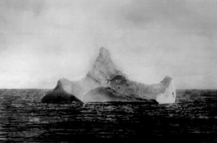 Mardi 31 mai 2011 - 1911 : Centenaire du lancement du paquebot Titanic à Belfast Iceber11