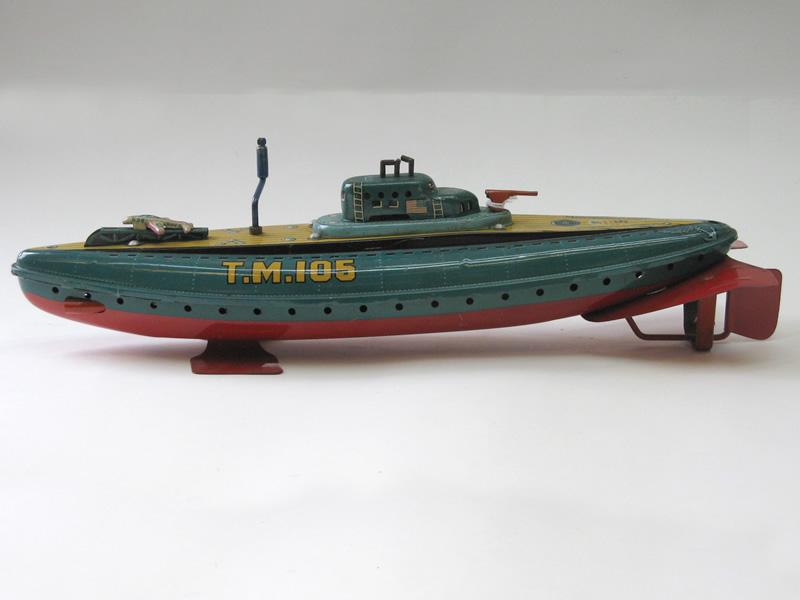 sous-marins jouets et sous-marin musée Img_2310
