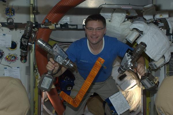 [ISS] Panne + réparation d'un des systèmes de refroidissement  - Page 3 14005910