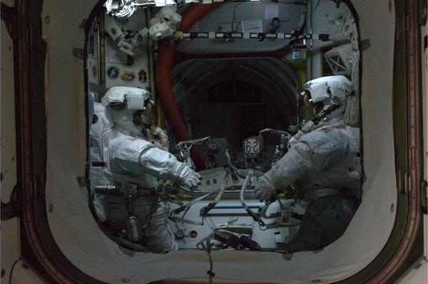 [ISS] Panne + réparation d'un des systèmes de refroidissement  - Page 3 Sans_125