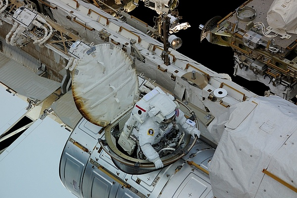 [ISS] Panne + réparation d'un des systèmes de refroidissement  - Page 13 Sans_169