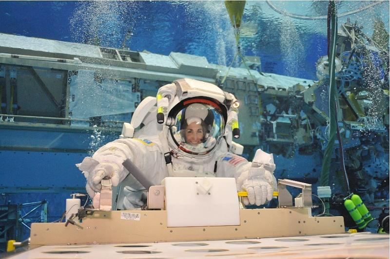 [STS-133] Discovery : Préparatifs (Lancement prévu le 24/02/2011) - Page 8 Sans_180
