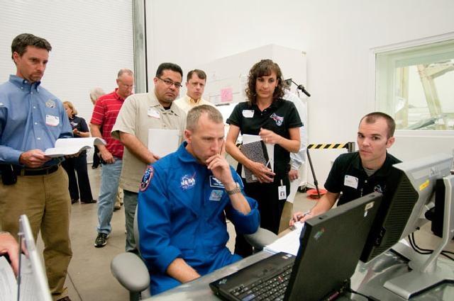 [STS-134] Endeavour : Préparatifs lancement le 29/04/2011 - Page 4 Sans_187