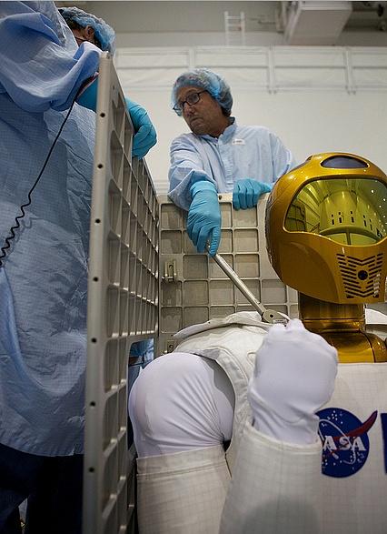 [STS-133] Discovery : Préparatifs (Lancement prévu le 24/02/2011) - Page 8 Sans_192