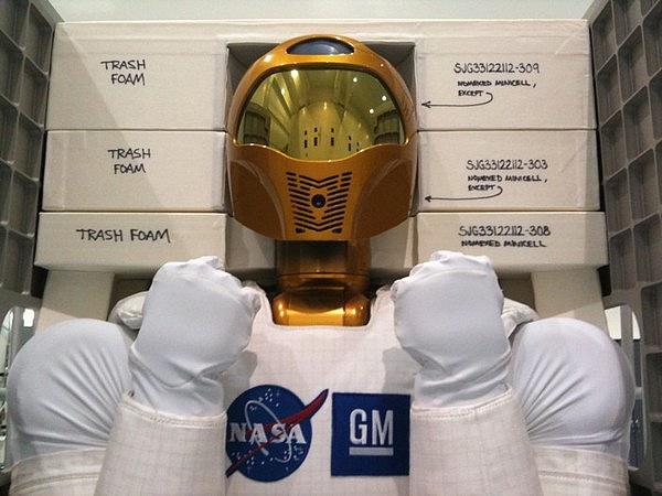 [STS-133] Discovery : Préparatifs (Lancement prévu le 24/02/2011) - Page 8 Sans_200