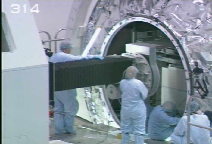 [STS-133] Discovery : Préparatifs (Lancement prévu le 24/02/2011) - Page 9 Sans_212