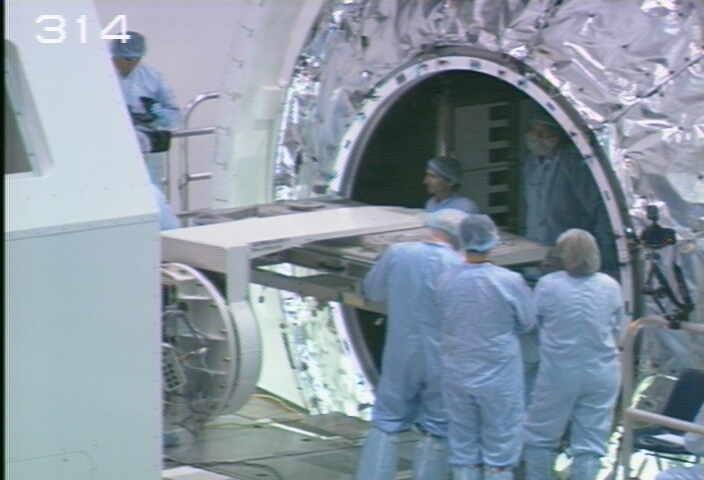 [STS-133] Discovery : Préparatifs (Lancement prévu le 24/02/2011) - Page 9 Sans_215