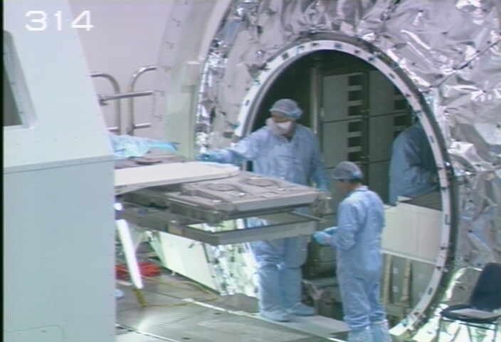 [STS-133] Discovery : Préparatifs (Lancement prévu le 24/02/2011) - Page 9 Sans_216
