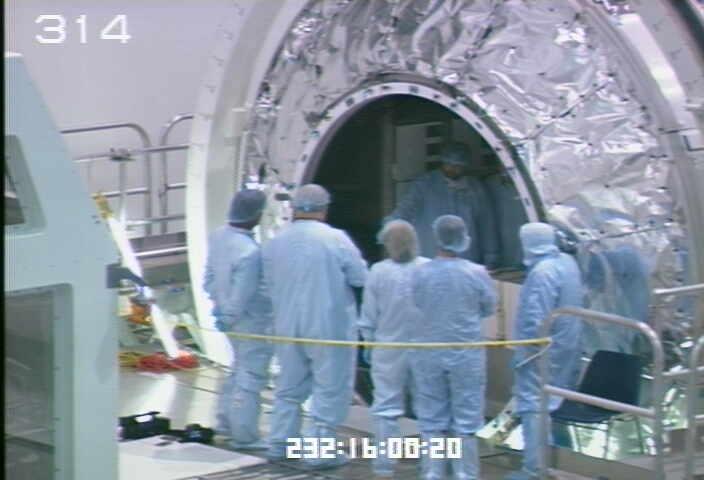 [STS-133] Discovery : Préparatifs (Lancement prévu le 24/02/2011) - Page 9 Sans_220