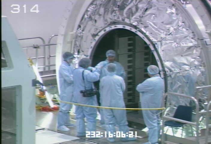 [STS-133] Discovery : Préparatifs (Lancement prévu le 24/02/2011) - Page 9 Sans_222