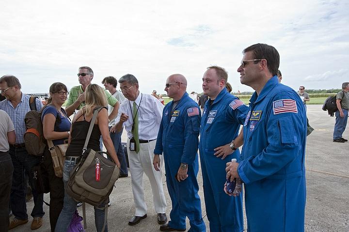 [STS-134] Endeavour : Préparatifs lancement le 29/04/2011 - Page 5 Sans_250