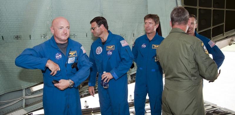 [STS-134] Endeavour : Préparatifs lancement le 29/04/2011 - Page 6 Sans_261