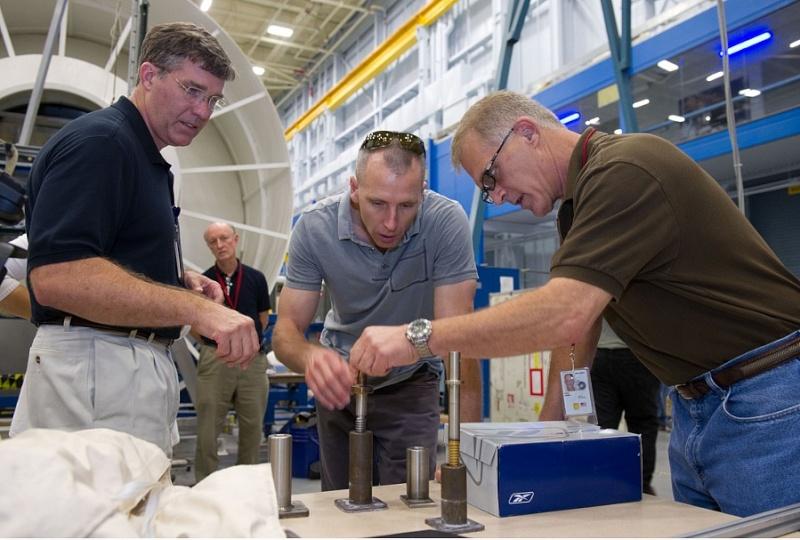 ISS: US-EVA#19 - Opération de secours sur MBSU-1 (05.09.12) Sans_423