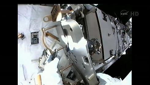 ISS: US-EVA#19 - Opération de secours sur MBSU-1 (05.09.12) - Page 2 Sans_426