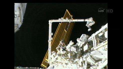 ISS: US-EVA#19 - Opération de secours sur MBSU-1 (05.09.12) - Page 2 Sans_428