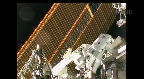 ISS: US-EVA#19 - Opération de secours sur MBSU-1 (05.09.12) - Page 2 Sans_429