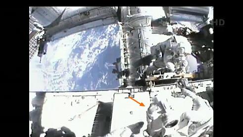 ISS: US-EVA#19 - Opération de secours sur MBSU-1 (05.09.12) - Page 2 Sans_430