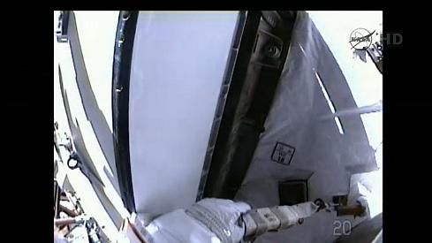 ISS: US-EVA#19 - Opération de secours sur MBSU-1 (05.09.12) - Page 2 Sans_433