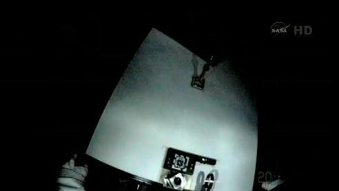 ISS: US-EVA#19 - Opération de secours sur MBSU-1 (05.09.12) - Page 2 Sans_437